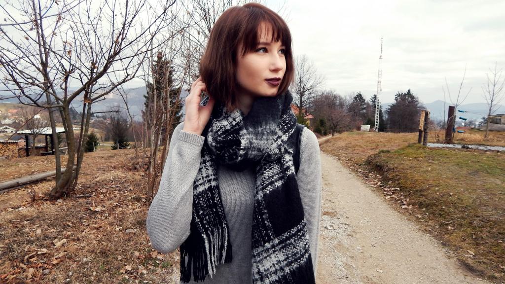 Grey_with_dark_lips_1