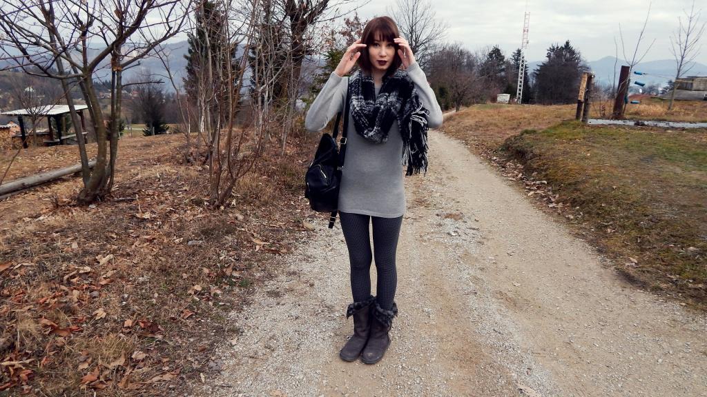 Grey_with_dark_lips_2