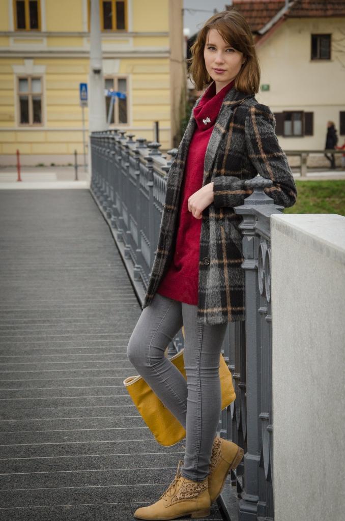 chequered_coat_burgundy_pullover_zala_zagoricnik_1