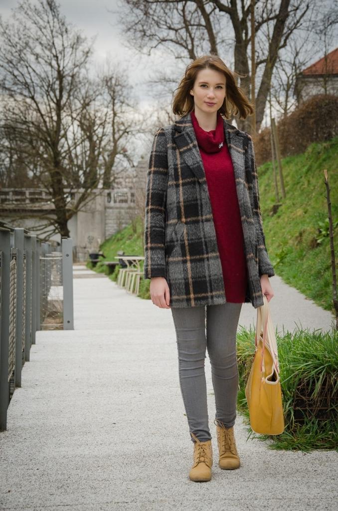 chequered_coat_burgundy_pullover_zala_zagoricnik_2