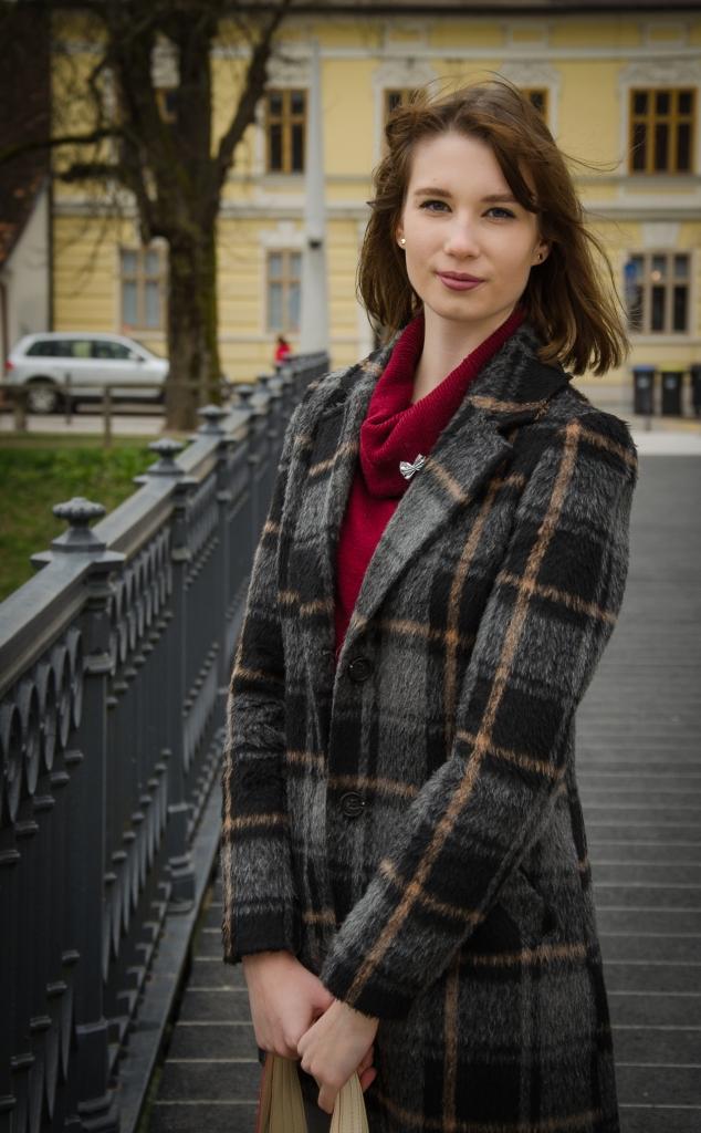 chequered_coat_burgundy_pullover_zala_zagoricnik_4