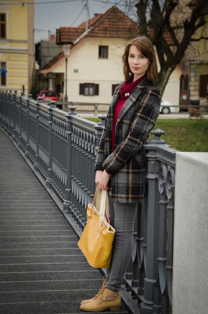 chequered_coat_burgundy_pullover_zala_zagoricnik_8