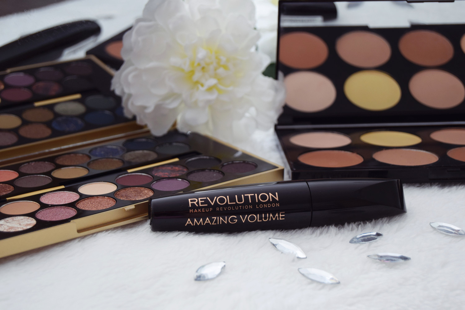 Makeup_Revolution_London_haul_review_Zalabell_1