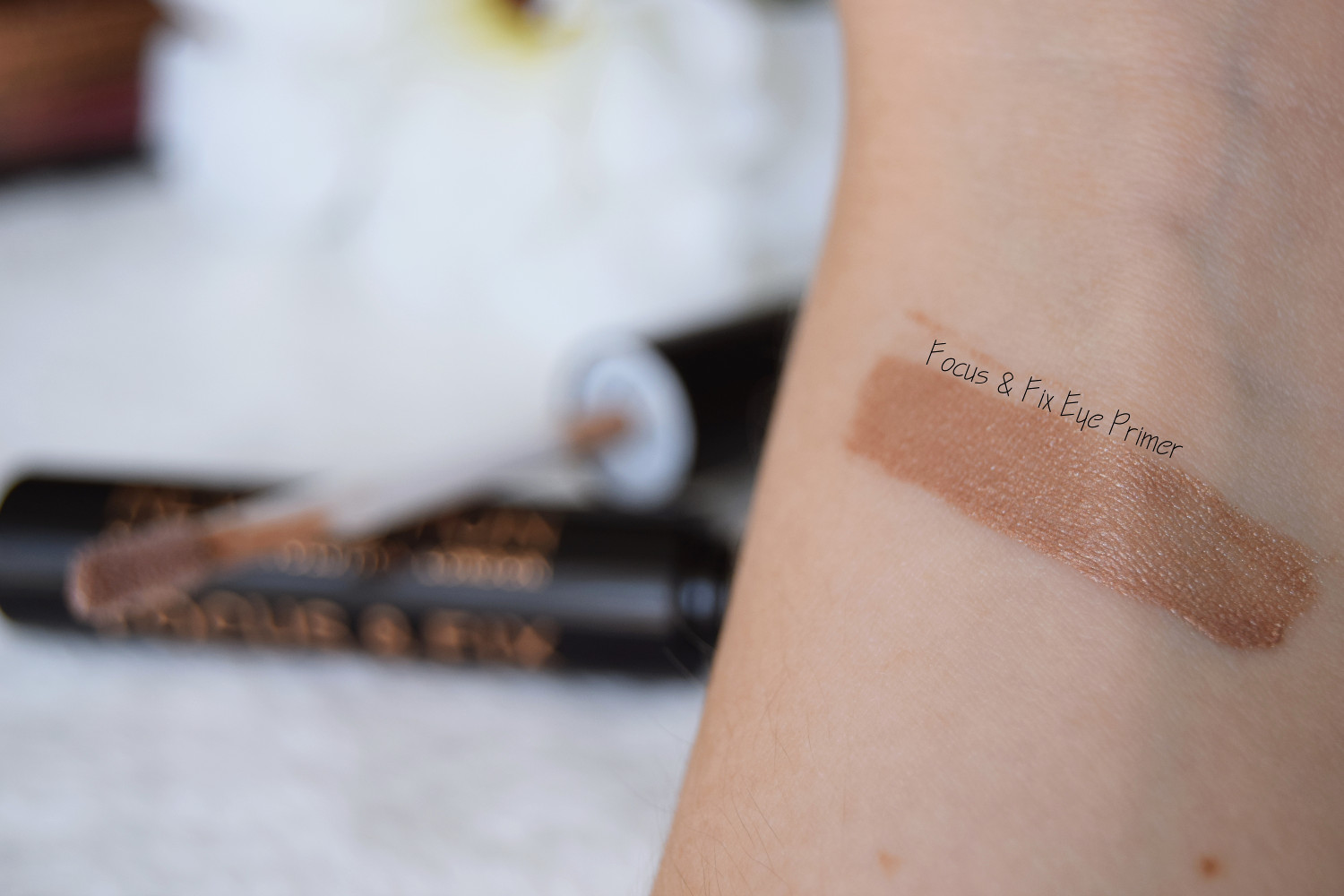 Makeup_Revolution_London_haul_review_eye_primer_Zalabell_2
