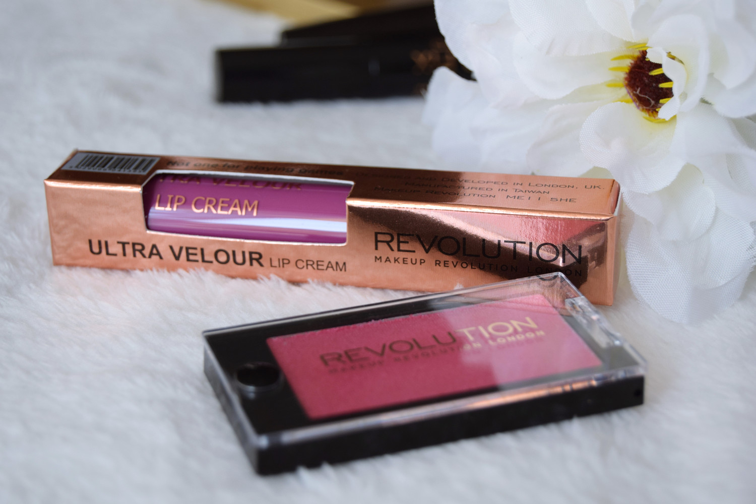 Makeup_Revolution_London_haul_review_lip_cream_eyeshadow_pink_Zalabell_1