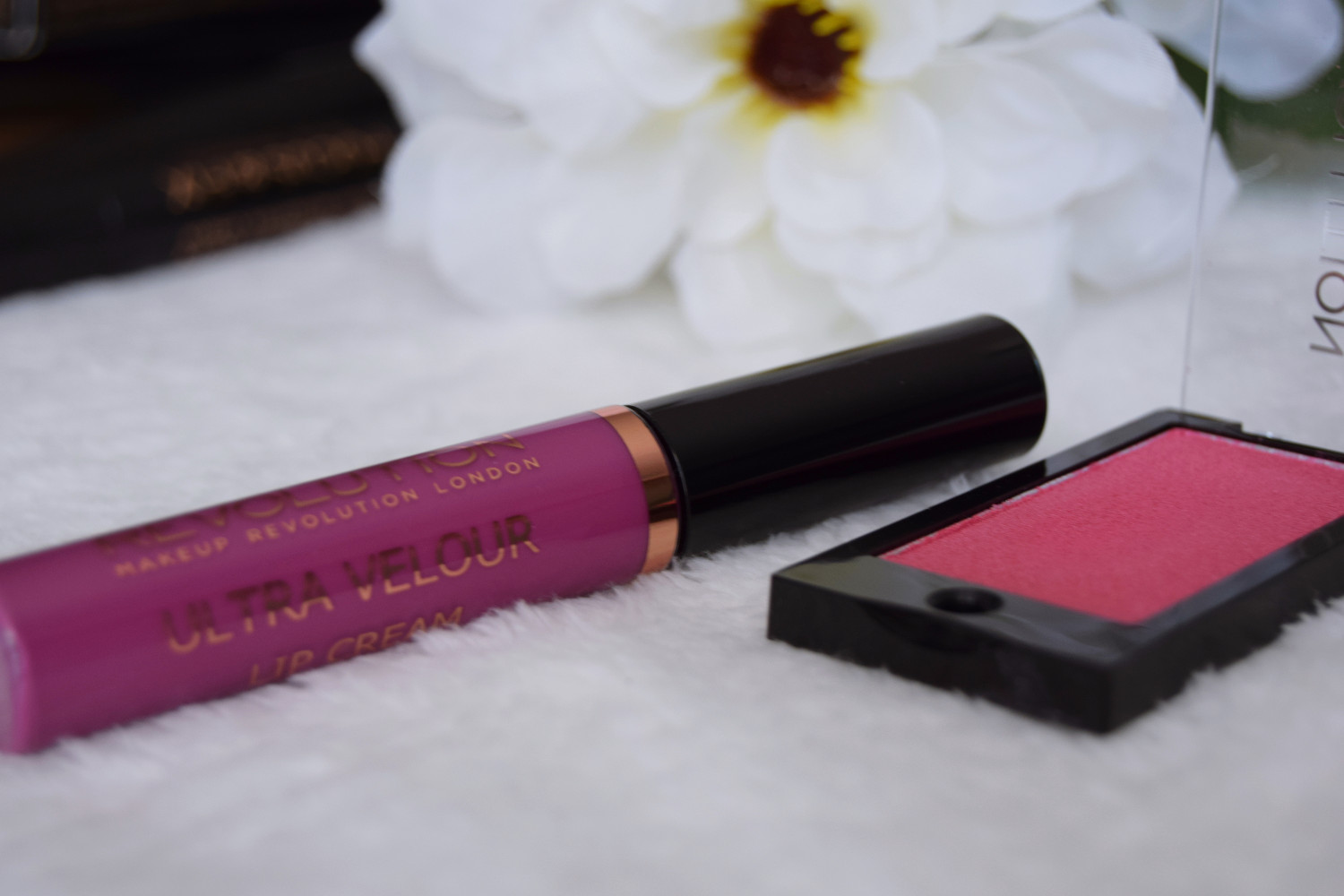 Makeup_Revolution_London_haul_review_lip_cream_eyeshadow_pink_Zalabell_2
