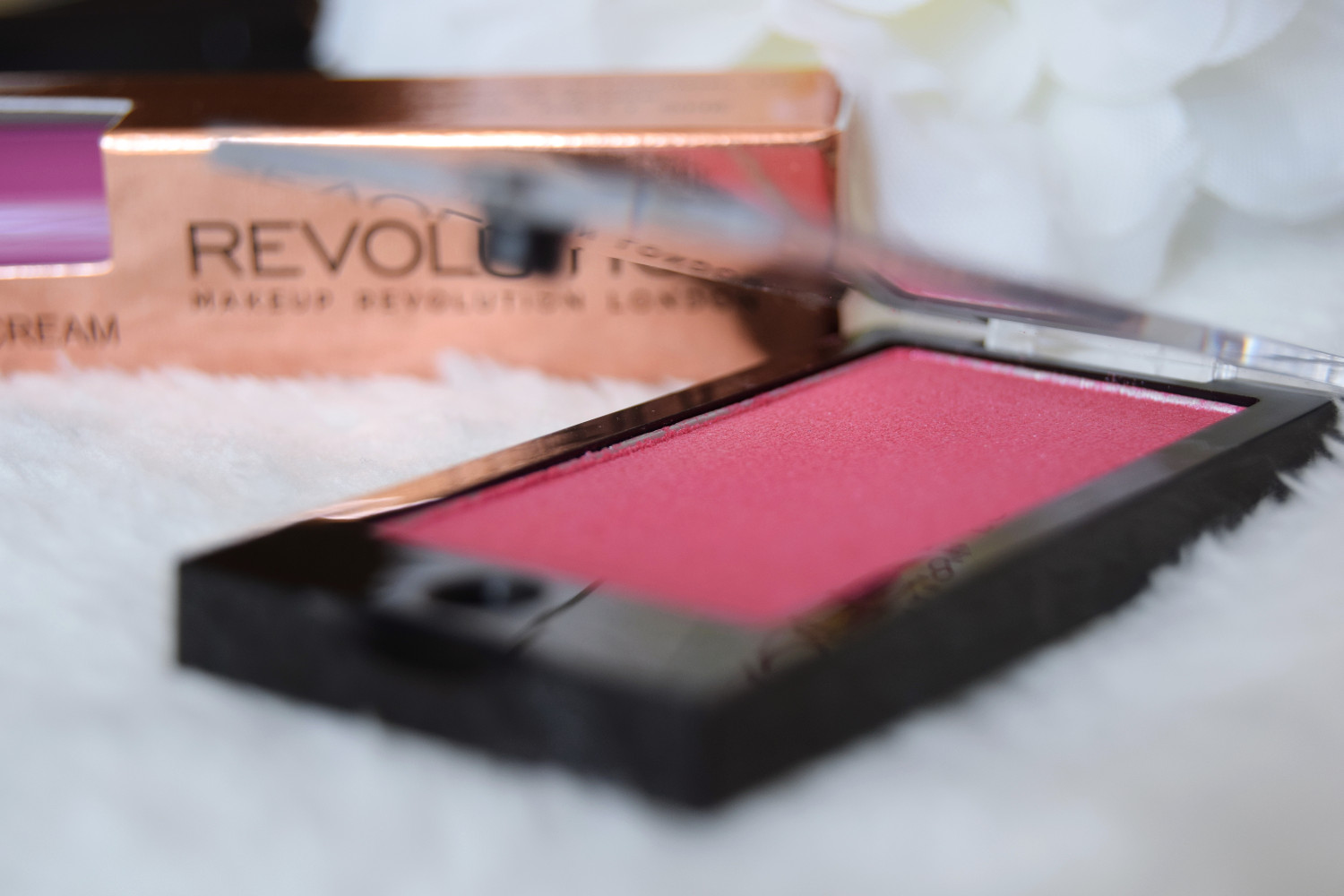 Makeup_Revolution_London_haul_review_lip_cream_eyeshadow_pink_Zalabell_3