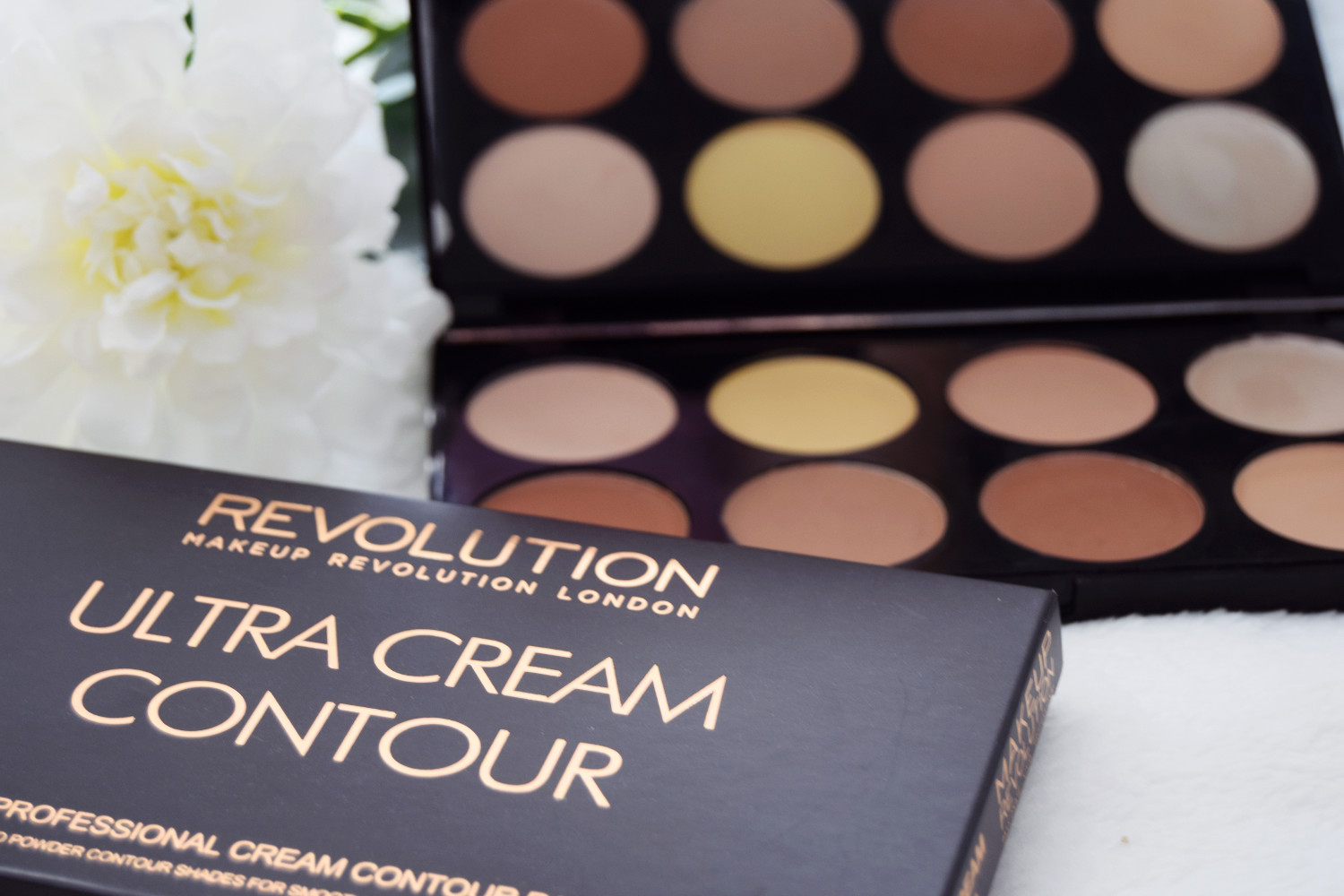 Makeup_Revolution_London_haul_review_ultra_cream_contour_Zalabell_1