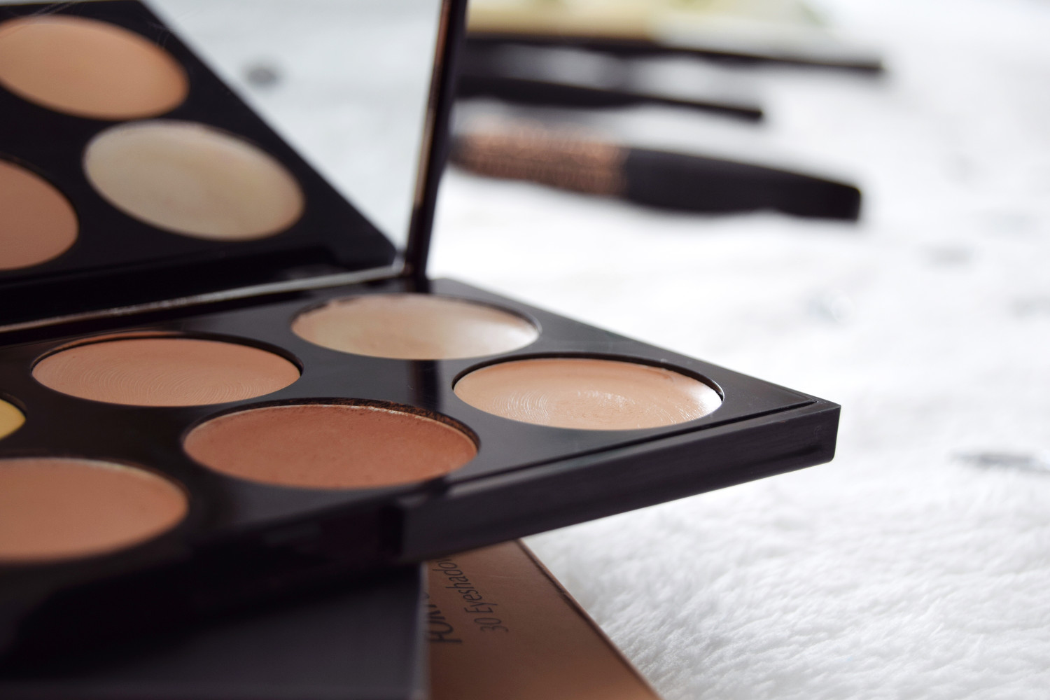 Makeup_Revolution_London_haul_review_ultra_cream_contour_Zalabell_2
