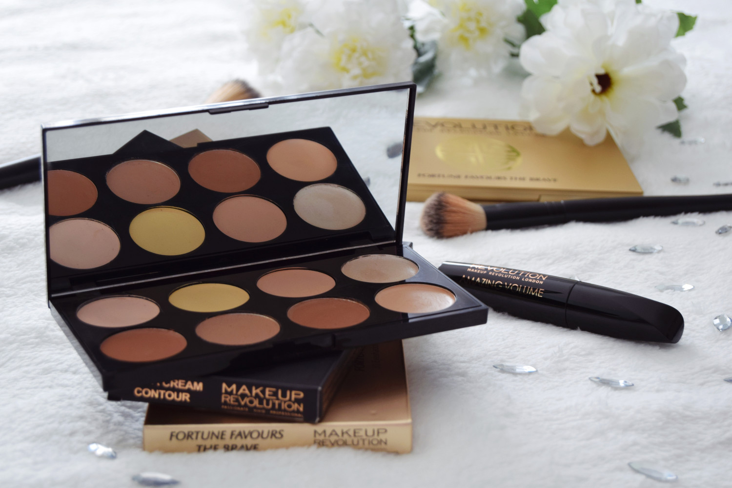 Makeup_Revolution_London_haul_review_ultra_cream_contour_Zalabell_3