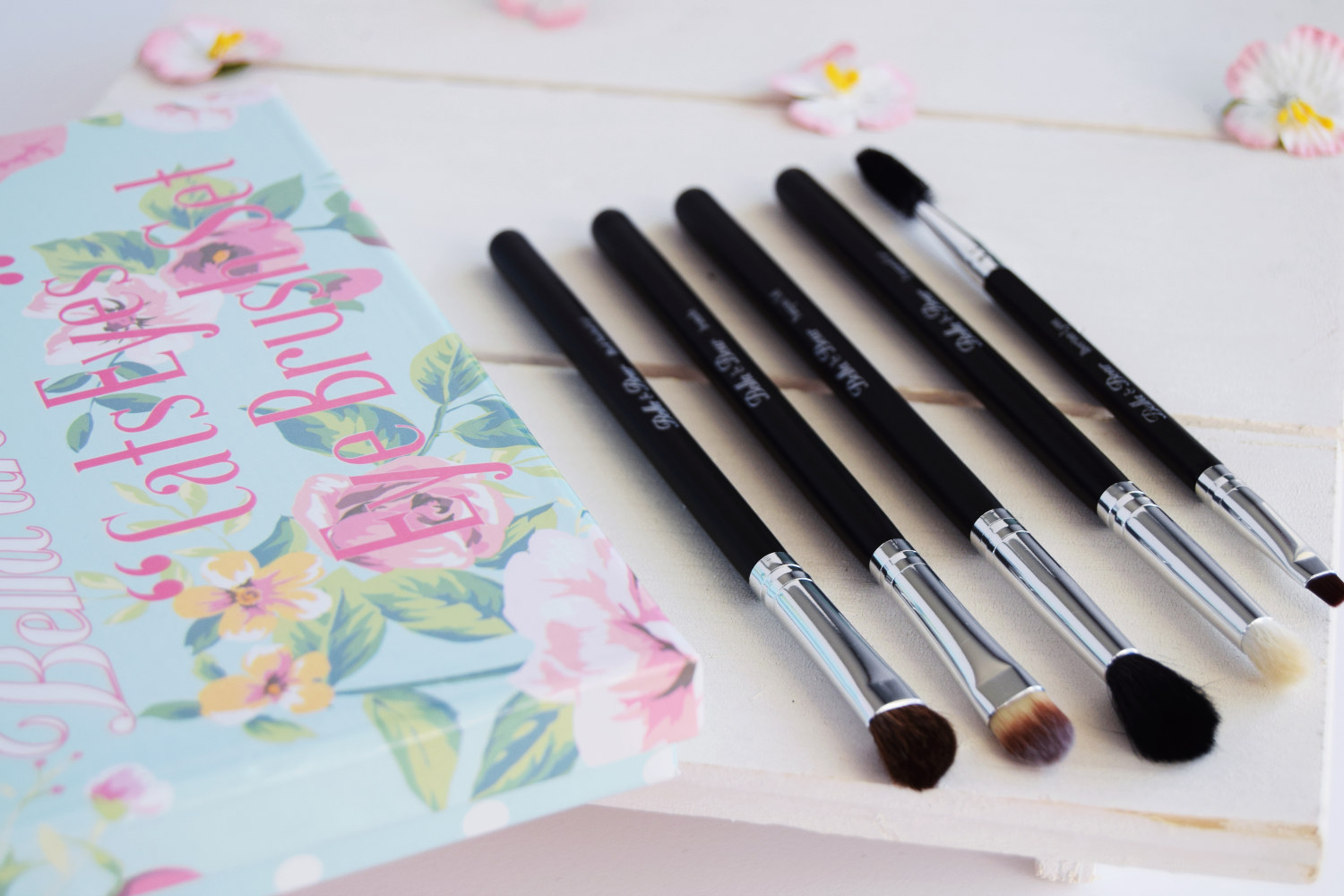 bella_and_bears_cats_eyes_eye_brush_set_zalabell_beauty_review_3