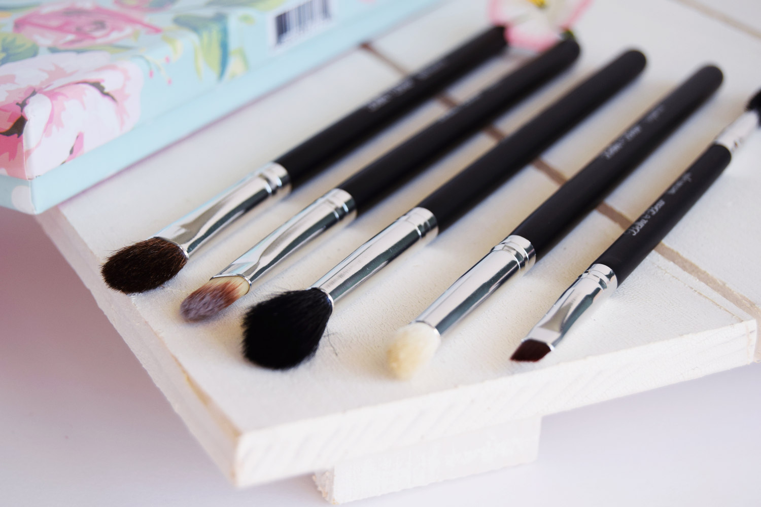 bella_and_bears_cats_eyes_eye_brush_set_zalabell_beauty_review_8