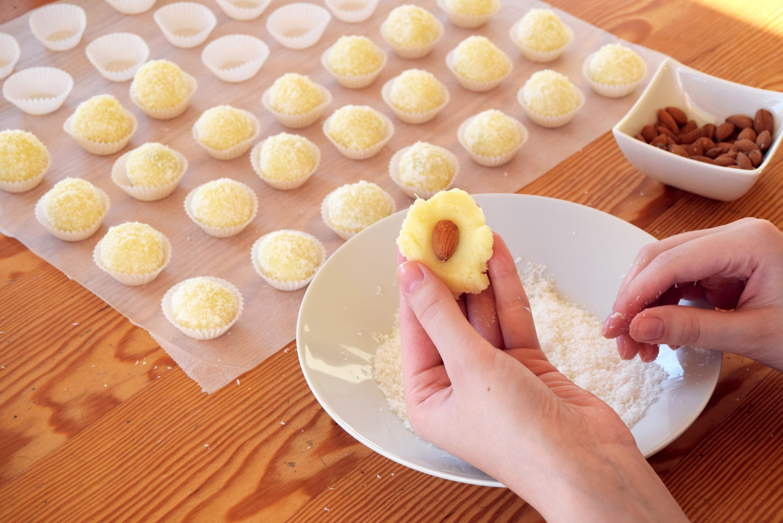 coconut-snowballs-recipe-zalabell-christmas_5