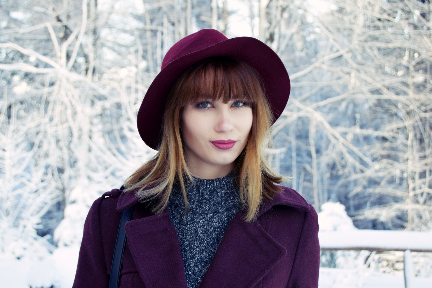 Winter_outfit_bordeaux_snow_Zalabell_fashion_4