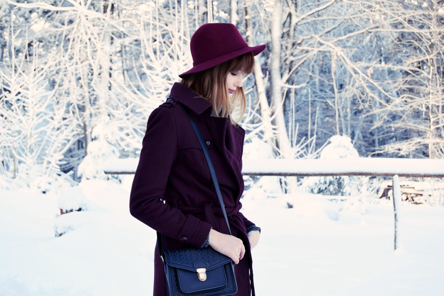 Winter_outfit_bordeaux_snow_Zalabell_fashion_6