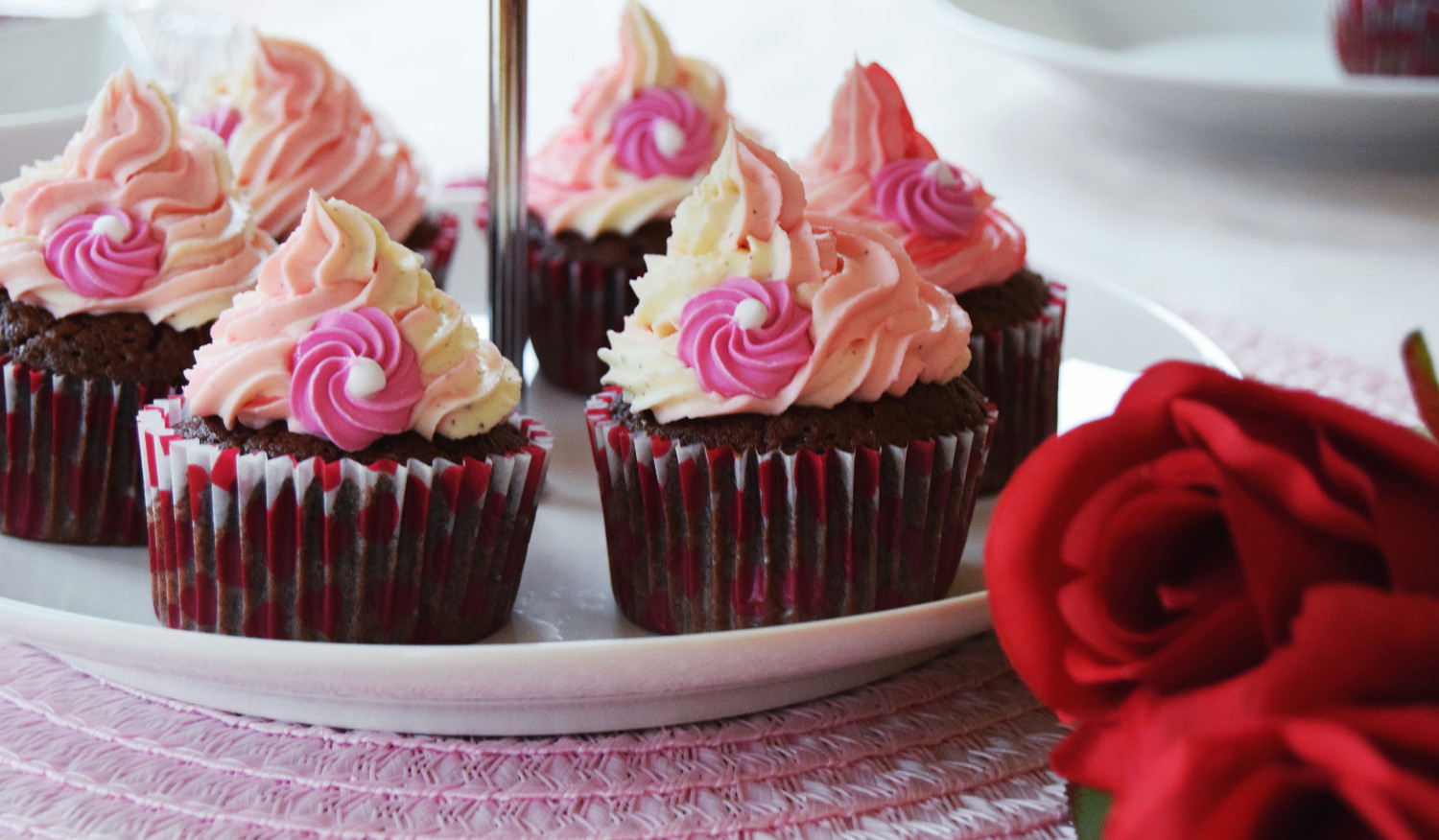 Valentines_day_cupcakes_pink_Zalabell_kitchen_1