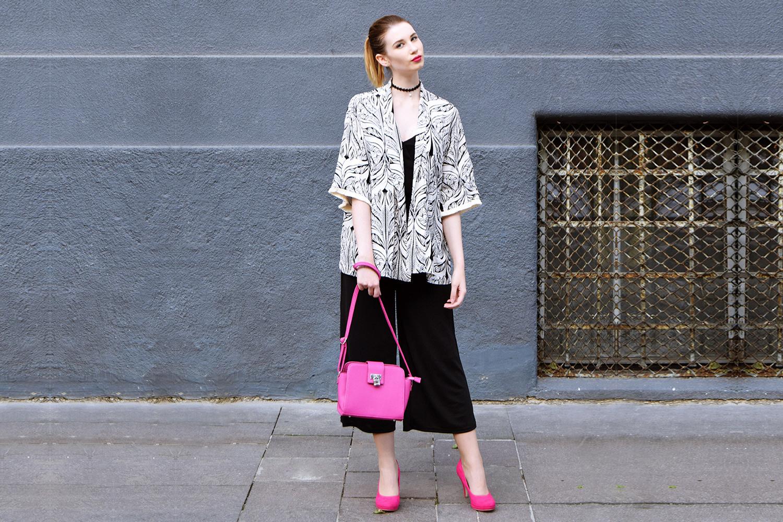 Zalabell_Blondberry_fashion_elegant_black_kimono_outfit_1